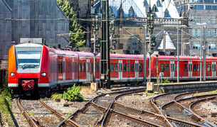 Red trainの写真素材 [FYI00664464]