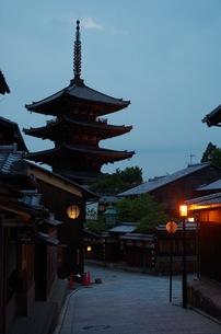 京都五重塔の夕景の写真素材 [FYI00664867]