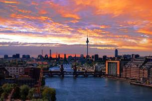 berlin spree skylineの写真素材 [FYI00665774]