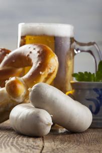 weisswurst bavarian bier und mit bretzの写真素材 [FYI00666074]