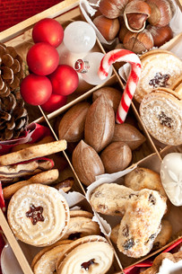 assorted biscuits and nutsの写真素材 [FYI00666663]