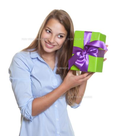woman listening on giftの写真素材 [FYI00666758]