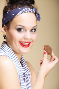 diet and health. lovely housewife eating sweets cakeの写真素材 [FYI00667008]