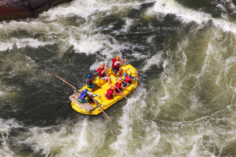 whitewater rafting on the zambeziの素材 [FYI00667021]