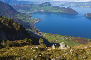 looking down to lake lucerneの素材 [FYI00667528]