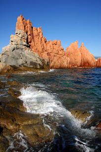 red cliff of arbatax in sardiniaの写真素材 [FYI00667575]