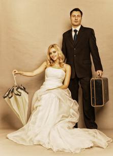 retro married couple bride groom vintage photoの写真素材 [FYI00668356]
