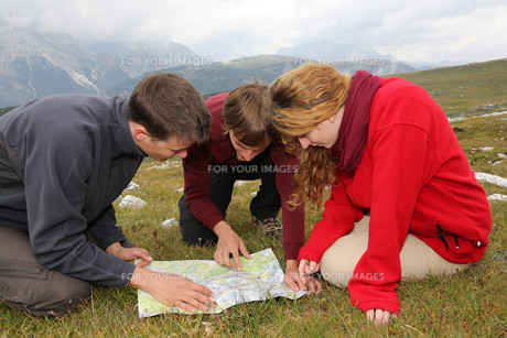 find target on a map in the mountainsの写真素材 [FYI00668556]