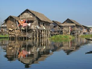 floating villages at inle lake,myanmar,asiaの写真素材 [FYI00669000]