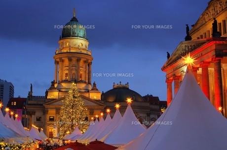 berlin christmas market gendarmenmarkt - berlin christmas market gendarmenmarkt 19の写真素材 [FYI00670014]