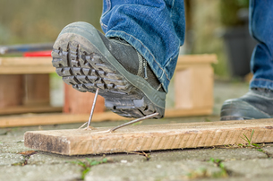 workers with safety shoes occurs in a nailの写真素材 [FYI00671122]