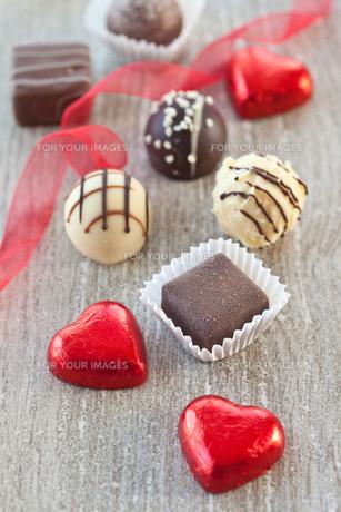 assorted chocolates and chocolateの写真素材 [FYI00671249]