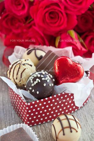 assorted chocolates and chocolateの写真素材 [FYI00671252]