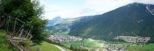 looking in the stubai valley in tirolの写真素材 [FYI00671564]