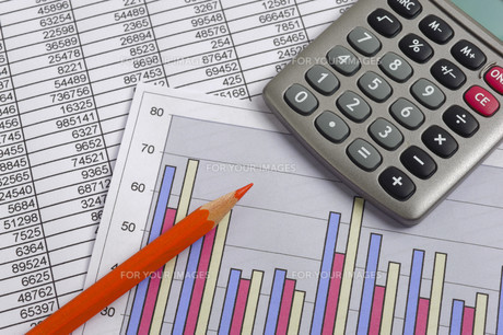 finance with calculation,chart,table of figures,red pen and calculatorの写真素材 [FYI00671854]