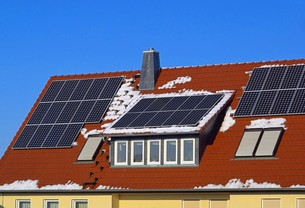 solar water heater - solar plant 47の写真素材 [FYI00672468]