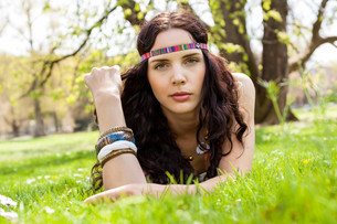 young woman with dark hair and headbandの写真素材 [FYI00673076]