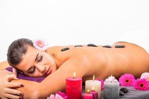 young attractive woman relaxing in a hot stone massageの写真素材 [FYI00673234]