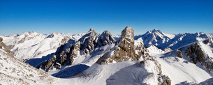 alps winter panoramaの写真素材 [FYI00673768]