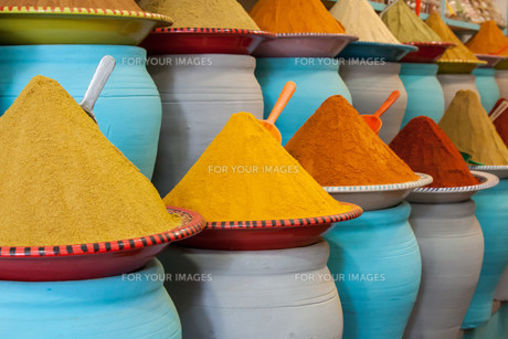 spices at the market in marrakech,moroccoの写真素材 [FYI00674591]