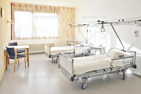 hospital bed doubleの写真素材 [FYI00674813]