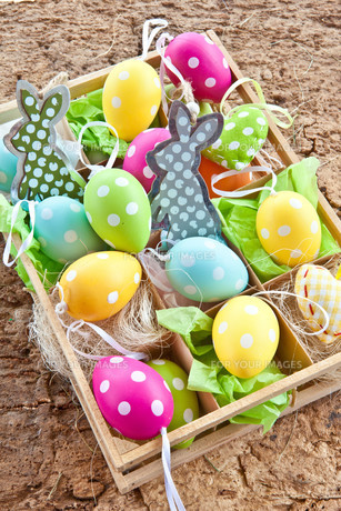 colorful easter eggs with dotsの素材 [FYI00675266]