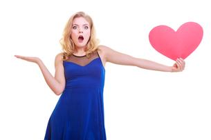 red heart. love symbol. woman hold valentine day symbol.の素材 [FYI00675531]