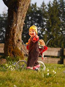 child with doll carriageの写真素材 [FYI00675874]