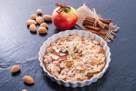 apple tart with cinnamonの素材 [FYI00678085]