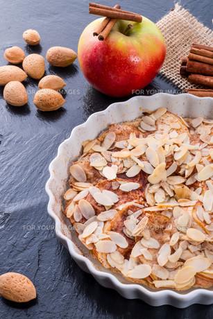apple tart with cinnamonの素材 [FYI00678087]