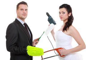 young couple bride groom household chores isolatedの写真素材 [FYI00678577]