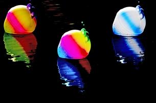 three illuminated buoys at nightの写真素材 [FYI00678664]