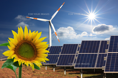 energy transition: solar power and wind energyの写真素材 [FYI00678685]