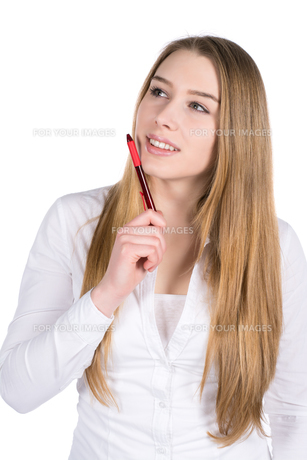 young woman holding a penの写真素材 [FYI00679103]