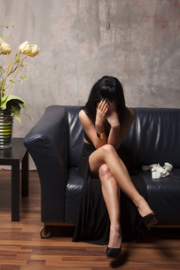 weeping woman on a sofaの写真素材 [FYI00679842]