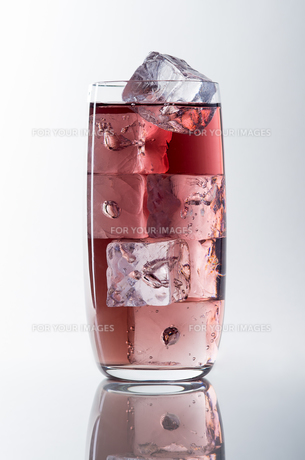 glass of red liquidの写真素材 [FYI00680002]