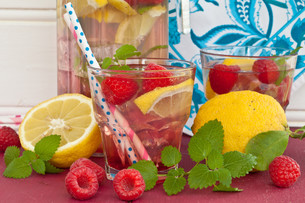 homemade lemonade with raspberriesの写真素材 [FYI00680763]