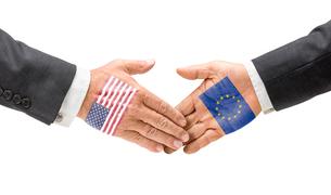 us and eu join handsの写真素材 [FYI00680827]