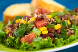 chili con carne saladの写真素材 [FYI00681577]