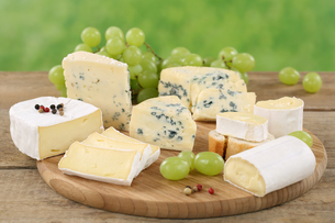 cheese platter with cheeses such as camembert,brie and soft cheeseの素材 [FYI00681993]