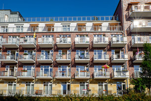 modern apartment building with many balconiesの写真素材 [FYI00682024]