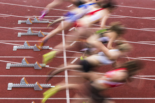 sprint start in track and fieldの写真素材 [FYI00682178]