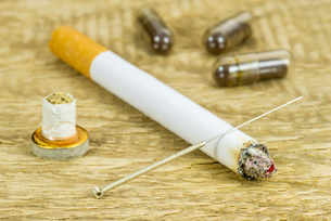 acupuncture smoking cessationの写真素材 [FYI00682246]