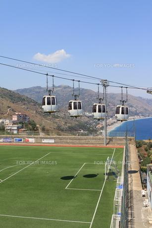 cableway to taorminaの写真素材 [FYI00683001]