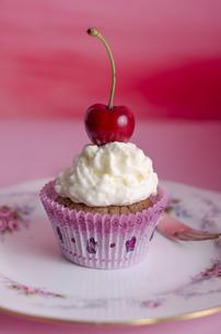 cupkake,muffin,cherryの写真素材 [FYI00683083]