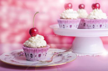 cupcake,muffin,cherry,birthday,muffinの写真素材 [FYI00683084]