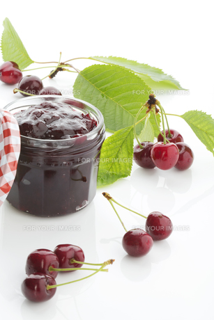 cherries and cherry jamの写真素材 [FYI00683246]