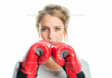 blond girl with boxing glovesの素材 [FYI00683323]