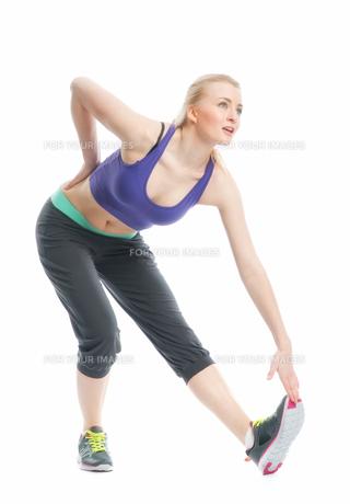 blonde girl makes gymnasticsの素材 [FYI00683335]