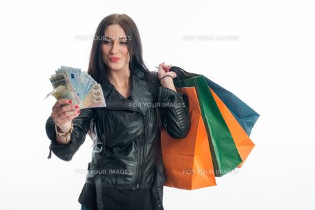 young woman on a spending spreeの素材 [FYI00683365]